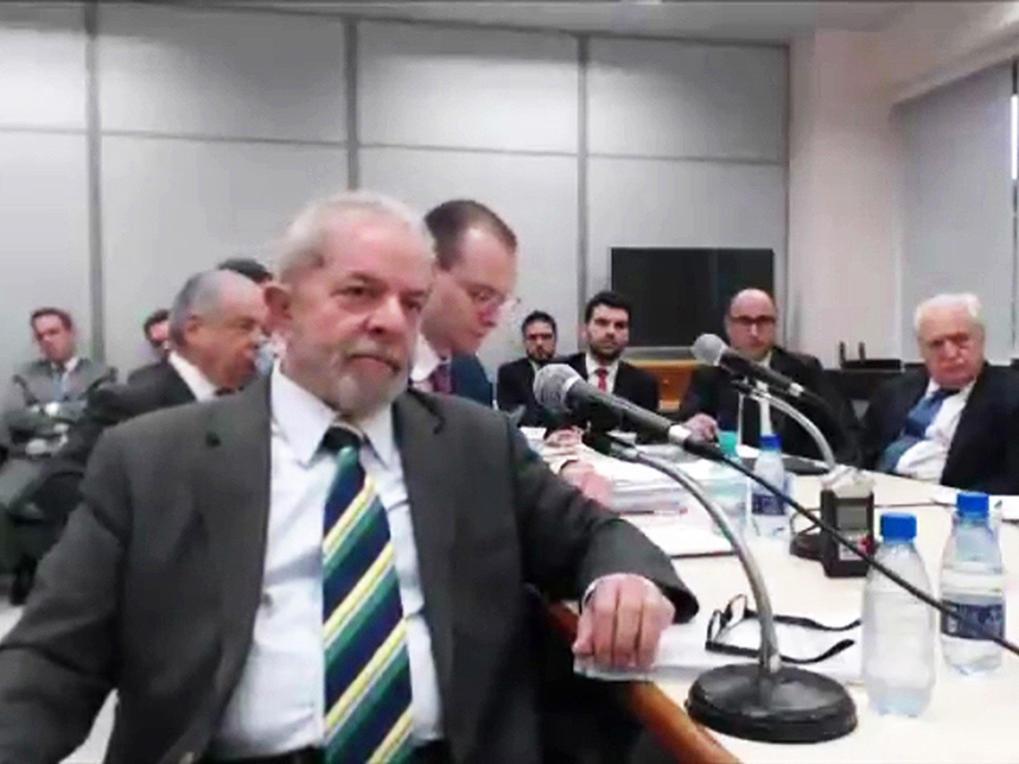 Lula presta depoimento a Moro