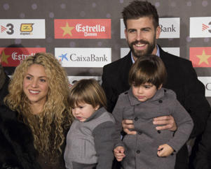 BARCELONA, SPAIN - NOVEMBER 28: FC Barcelona player, Gerard Pique (R), with his girlfriend Shakira (L) and their sons Milan and Shasha, is seen during gala of the 5th edition of 'Catalan football stars' in Barcelona, Spain on November 28, 2016. (Photo by Albert Llop/Anadolu Agency/Getty Images)