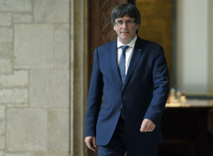 Catalan president Carles Puigdemont arrives to receive members of the Independent Commission for Mediation, Dialogue and Conciliation at the Catalan Government 'Generalitat' headquarters in Barcelona on October 6, 2017.