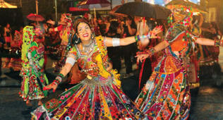 Mumbai Navratri: Rains fail to dampen enthusiasm