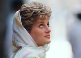 Princess Diana in the Alazhar Mosque in Cairo.