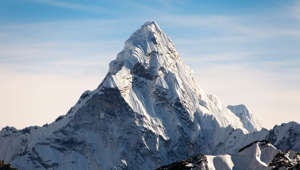 Mount Everest: According to the BBC, there is a high-speed internet connection at the top of Mount Everest.