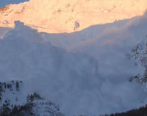 Avalanche envelopes Swiss village
