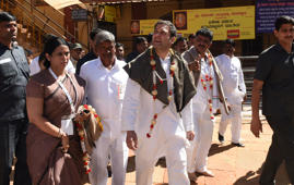 BELGAUM, INDIA - FEBRAURY 26: Congress President Rahul Gandhi during a short visit to Shree Renuka Yellamma Temple on February 26, 2018 in Belgaum, India. This is Rahul Gandhi's second visit to Karnataka ahead of the polls. In the first leg of his tour, during which he visited the districts of Belgaum, Bellary, Koppal, Raichur, Yadgir, Gulbarga and Bidar, the Congress president stopped at several prominent local temples and religious centres. (Photo by Arijit Sen/Hindustan Times via Getty Images)