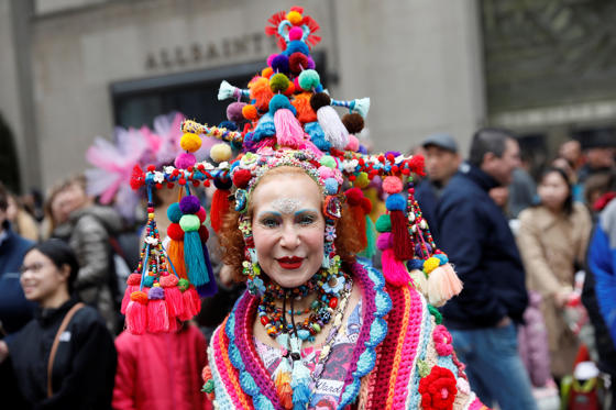 Slide 1 dari 63: Patricia Fox poses as she attends the annual Easter Parade and Bonnet Festival along Fifth Avenue in New York City, U.S., April 1, 2018.
