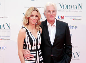 MADRID, SPAIN - MAY 31:  Alejandra Silva and Richard Gere attend the 'Norman: The Moderate Rise and Tragic Fall of a New York Fixer' (Norman: El Hombre Que Lo Conseguia Todo) premiere at the Callao cinema on May 31, 2017 in Madrid, Spain.  (Photo by Europa Press/Europa Press via Getty Images)