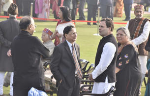 Dipak Misra with Rahul Gandhi (R) and Arun Jaitley (L)