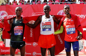 Winner, Kenya's Eliud Kipchoge celebrates with second placed, Ethiopia's Tola Shura Kitata and third placed, Britain's Mo Farah after the men's elite race   REUTERS/Paul Childs