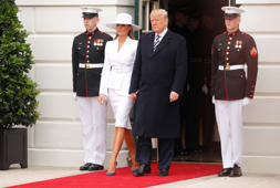 U.S. President Donald Trump and first lady Melania Trump arrive to welcome French President Emmanuel Macron and his wife Brigitte Macron at an arrival ceremony at the White House in Washington, U.S., April 24, 2018. REUTERS/Jim Bourg