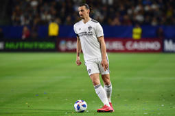 Zlatan Ibrahimovic of LA Galaxy looks to pass during the Major League Soccer match between Atlanta United and LA Galaxy in Carson, California on April 21, 2018. (Photo by Frederic J. BROWN / AFP)        (Photo credit should read FREDERIC J. BROWN/AFP/Getty Images)