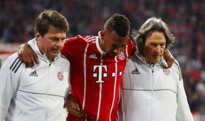 Soccer Football - Champions League Semi Final First Leg - Bayern Munich vs Real Madrid - Allianz Arena, Munich, Germany - April 25, 2018   Bayern Munich's Jerome Boateng leaves the pitch with medical staff after sustaining an injury   REUTERS/Michael Dalder