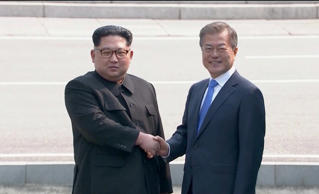 North Korean leader Kim Jong Un shakes hands with South Korean President Moon Jae-in as both of them arrive for the inter-Korean summit at the truce village of Panmunjom, in this still frame taken from video, South Korea April 27, 2018. Host Broadcaster via REUTERS TV  ATTENTION EDITORS - THIS IMAGE HAS BEEN PROVIDED BY A THIRD PARTY. NO RESALES. NO ARCHIVES. SOUTH KOREA OUT.     TPX IMAGES OF THE DAY - RC1B13D9A6F0