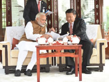 PM Modi, Xi Jinping's 'chai pe charcha' in China