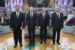 (L-R) Independent candidate Jaime Rodriguez Calderon, Ricardo Anaya of the National Action Party (PAN), Jose Antonio Meade of the Institutional Revolutionary Party (PRI) and Andres Manuel Lopez Obrador of the National Regeneration Movement (MORENA)  pose for a photo in their second televised debate in Tijuana, Mexico in this May 20, 2018 handout released to Reuters by the National Electoral Institute (INE). National Electoral Institute/Handout via REUTERS    ATTENTION EDITORS - THIS IMAGE WAS PROVIDED BY A THIRD PARTY