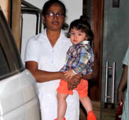 Taimur Ali Khan reacts to paparazzi's call