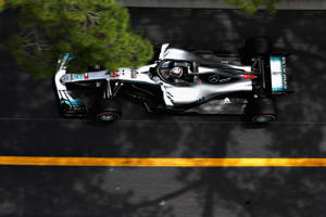 MONTE-CARLO, MONACO - MAY 24:  Lewis Hamilton of Great Britain driving the (44) Mercedes AMG Petronas F1 Team Mercedes WO9 on track during practice for the Monaco Formula One Grand Prix at Circuit de Monaco on May 24, 2018 in Monte-Carlo, Monaco.  (Photo by Mark Thompson/Getty Images)