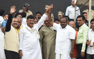 Congress leader DK Shivakumar with the new Chief Minister of Karnataka Kumarswamy