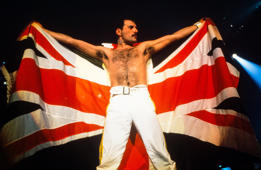 KNEBWORTH, UNITED KINGDOM - AUGUST 09: Queen plays Knebworth, the last concert on the Magic Tour on August 09, 1986 in Knebworth, United Kingdom.  (Photo by FG/Bauer-Griffin/Getty Images)          170612F1