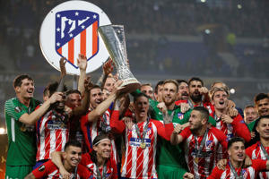Atletico Madrid celebrate with the trophy after winning the Europa League   REUTERS/Christian Hartmann