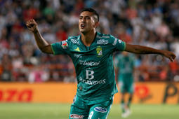 Elias Hernandez of Leon celebrates his goal against Pachuca during their Mexican Clausura 2016 Tournament semifinal football match at the Hidalgo stadium on May 22, 2016, in Pachuca, Mexico. / AFP / MARIA CALLS        (Photo credit should read MARIA CALLS/AFP/Getty Images)