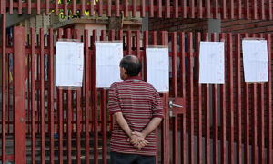 A man checks the electoral register before casting his vote in San Cristobal, Venezuela, during the presidential election, on May 20, 2018. - Venezuelans, reeling under a devastating economic crisis, began voting Sunday in an election boycotted by the opposition and condemned by much of the international community but expected to hand deeply unpopular President Nicolas Maduro a new mandate.