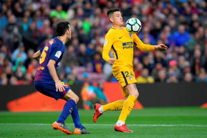 Atletico Madrid's Uruguayan defender Jose Gimenez (R) controls the ball next to Barcelona's Spanish midfielder Sergio Busquets during the Spanish league football match FC Barcelona against Club Atletico de Madrid at the Camp Nou stadium