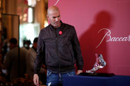 "Former French soccer player and European Leukodystrophy Association (ELA) patron Zinedine Zidane poses with the ""Zidane's Crystal Foot"" created by Baccarat in Paris, France, June 12, 2018. REUTERS/Benoit Tessier"