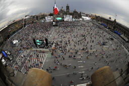 MEXICO DF, MEXICO – SEPTEMBER 15: Thousands of Mexicans congregate in The Zocalo for the celebrations of the 202nd anniversary of their Independence day from Spain, in The Zocalo, on September 15, 2012 in Mexico City, Mexico. (Photo by Pedro González/LatinContinent/Getty Images)