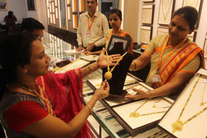 A woman purchasing gold ornaments on the eve of Akshaya Tritiya at Jewellery Shop at Kalbhadevi, on April 13, 2018 in Mumbai, India. Akshaya Tritiya, considered an auspicious day to buy gold, pulls millions of Indians every year to jewellery stores across the country.