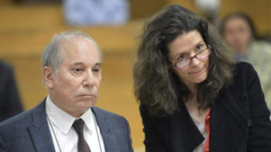 Domestic ... Singer Paul Simon, left, and his wife Edie Brickell appear at a hearing in Norwalk Superior Court in Connecticut.