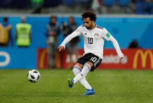 Soccer Football - World Cup - Group A - Russia vs Egypt - Saint Petersburg Stadium, Saint Petersburg, Russia - June 19, 2018   Egypt's Mohamed Salah scores their first goal from the penalty spot      REUTERS/Lee Smith