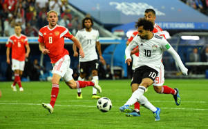 Soccer Football - World Cup - Group A - Russia vs Egypt - Saint Petersburg Stadium, Saint Petersburg, Russia - June 19, 2018   Egypt's Mohamed Salah shoots at goal    REUTERS/Dylan Martinez