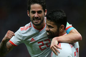 Spain's forward Diego Costa (R) celebrates his goal with midfielder Isco during the Russia 2018 World Cup Group B football match between Iran and Spain at the Kazan Arena in Kazan on June 20, 2018. (Photo by Roman Kruchinin / AFP) / RESTRICTED TO EDITORIAL USE - NO MOBILE PUSH ALERTS/DOWNLOADS        (Photo credit should read ROMAN KRUCHININ/AFP/Getty Images)