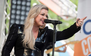 "Kelly Clarkson performs on NBC's ""Today"" show at Rockefeller Plaza on Friday, June 8, 2018, in New York."