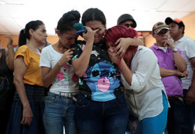 Family members and friends mourn the victims of a fire that broke out in a building in Managua, Nicaragua June 16, 2018.   REUTERS/Oswaldo Rivas