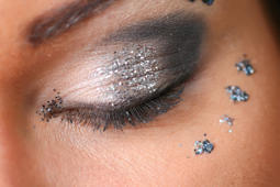 This brilliant hack will help remove glitter makeup easily
