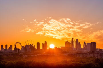 Sun rising over London to mark the summer solstice 21 Jun 2018
