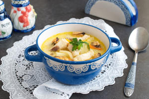 Creamy soup with fish fillet and mussels