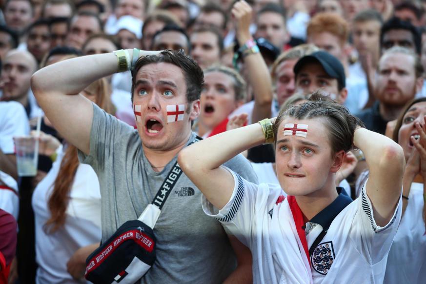 الشريحة 19 من 58: Soccer Football - World Cup - England fans watch Croatia v England - Flat Iron Square, London, Britain - July 11, 2018 England fans react during the match REUTERS/Hannah Mckay