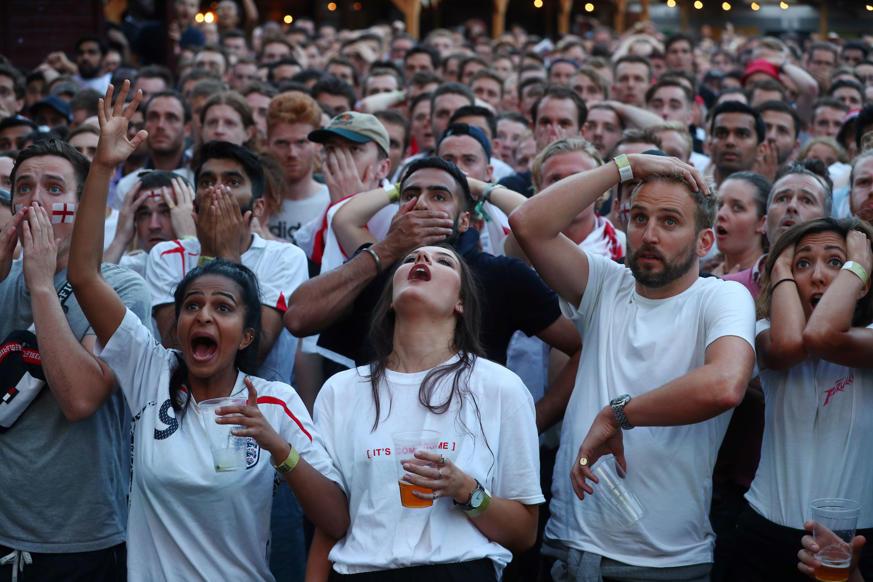 الشريحة 24 من 58: Soccer Football - World Cup - England fans watch Croatia v England - Flat Iron Square, London, Britain - July 11, 2018 England fans react after Croatia's first goal REUTERS/Hannah Mckay