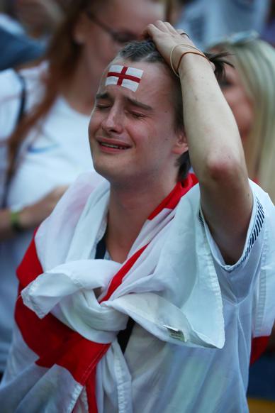 الشريحة 18 من 58: Soccer Football - World Cup - England fans watch Croatia v England - Flat Iron Square, London, Britain - July 11, 2018 England fan reacts REUTERS/Hannah Mckay