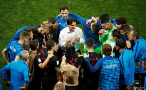 Soccer Football - World Cup - Semi Final - Croatia v England - Luzhniki Stadium, Moscow, Russia - July 11, 2018  Croatia coach Zlatko Dalic speaks with players before extra time                                  REUTERS/Christian Hartmann