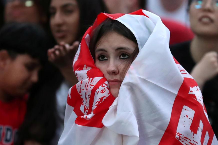 الشريحة 8 من 58: Soccer Football - World Cup - England fans watch Croatia v England - Millennium Square, Leeds, Britain - July 11, 2018 England fan watches the match REUTERS/Jon Super