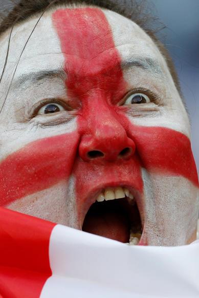 الشريحة 25 من 46: Soccer Football - World Cup - Semi Final - Croatia v England - Luzhniki Stadium, Moscow, Russia - July 11, 2018 England fan with face paint before the match REUTERS/Darren Staples
