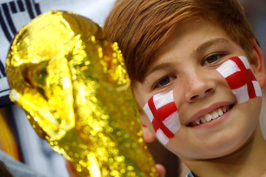 الشريحة 46 من 46: Soccer Football - World Cup - Semi Final - Croatia v England - Luzhniki Stadium, Moscow, Russia - July 11, 2018 England fan inside the stadium before the match REUTERS/Kai Pfaffenbach