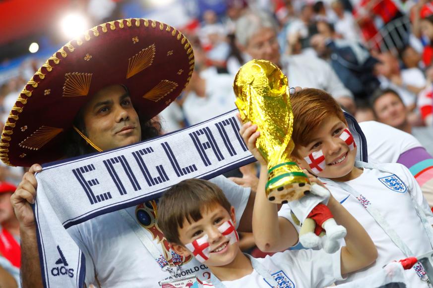 الشريحة 37 من 46: Soccer Football - World Cup - Semi Final - Croatia v England - Luzhniki Stadium, Moscow, Russia - July 11, 2018 England fans inside the stadium before the match REUTERS/Kai Pfaffenbach