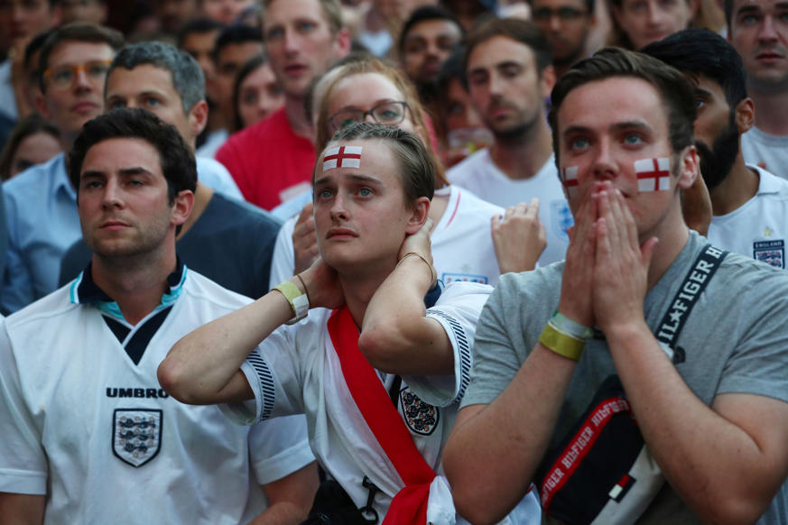 الشريحة 15 من 58: Soccer Football - World Cup - England fans watch Croatia v England - Flat Iron Square, London, Britain - July 11, 2018 England fans react REUTERS/Hannah Mckay