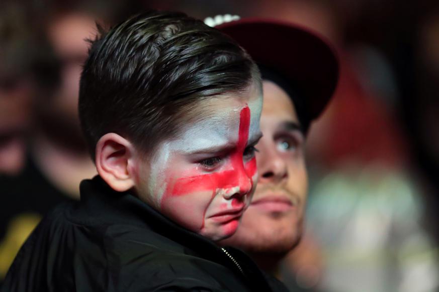 الشريحة 54 من 58: Soccer Football - World Cup - England fans watch Croatia v England - Millennium Square, Leeds, Britain - July 11, 2018 England fan watches the match REUTERS/Jon Super
