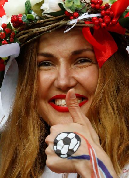 الشريحة 40 من 46: Soccer Football - World Cup - Semi Final - Croatia v England - Luzhniki Stadium, Moscow, Russia - July 11, 2018 A fan inside the stadium before the match REUTERS/Kai Pfaffenbach