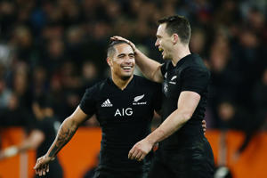 DUNEDIN, NEW ZEALAND - JUNE 23:  Aaron Smith and Ben Smith of the All Blacks celebrate during the International Test match between the New Zealand All Blacks and France at Forsyth Barr Stadium on June 23, 2018 in Dunedin, New Zealand.  (Photo by Anthony Au-Yeung/Getty Images)